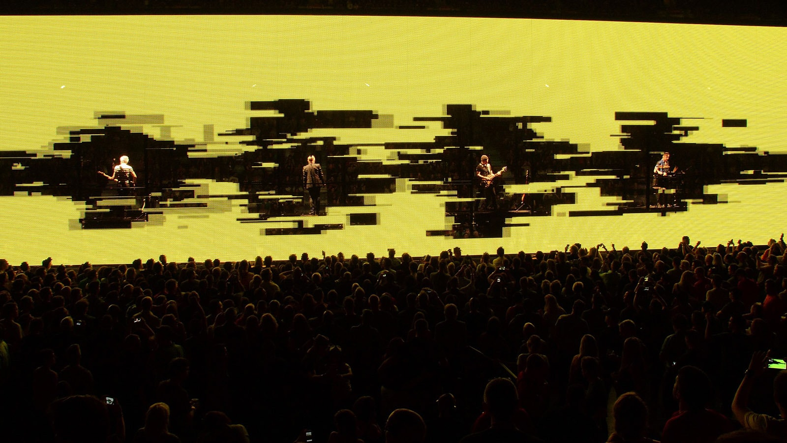 SACO DELIVERS INNOVATIVE SEE-THROUGH LED VIDEO SCREENS FOR THE U2 iNNOCENCE + eXPERIENCE TOUR 2015